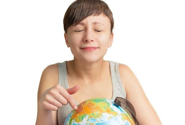 woman_travel_globe-4